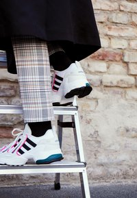 adidas Originals - EQT GAZELLE - Trainers - crystal white/core black/shock pink - 4