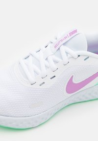 Nike Performance - REVOLUTION 5 - Neutral running shoes - white/violet shock/green glow/football grey - 5