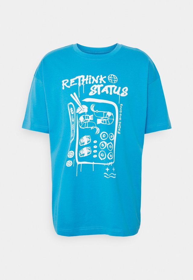 UNISEX OVERSIZED - T-shirts med print - blithe