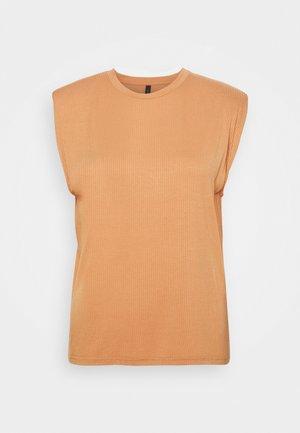 YASELLE PADDED SHOULDER  - Basic T-shirt - sandstorm
