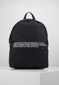 Calvin Klein Jeans - ROUND - Batoh - black - 0