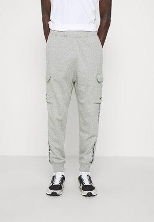 REPEAT CARGO PANT - Träningsbyxor - dark grey heather