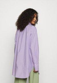 ARKET - SHIRT - Button-down blouse - purple stripe - 2