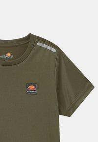 Ellesse - ROLLO UNISEX - T-shirt con stampa - khaki - 2