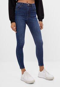 Bershka - MIT SEHR HOHEM BUND  - Jeans Skinny Fit - dark blue - 0