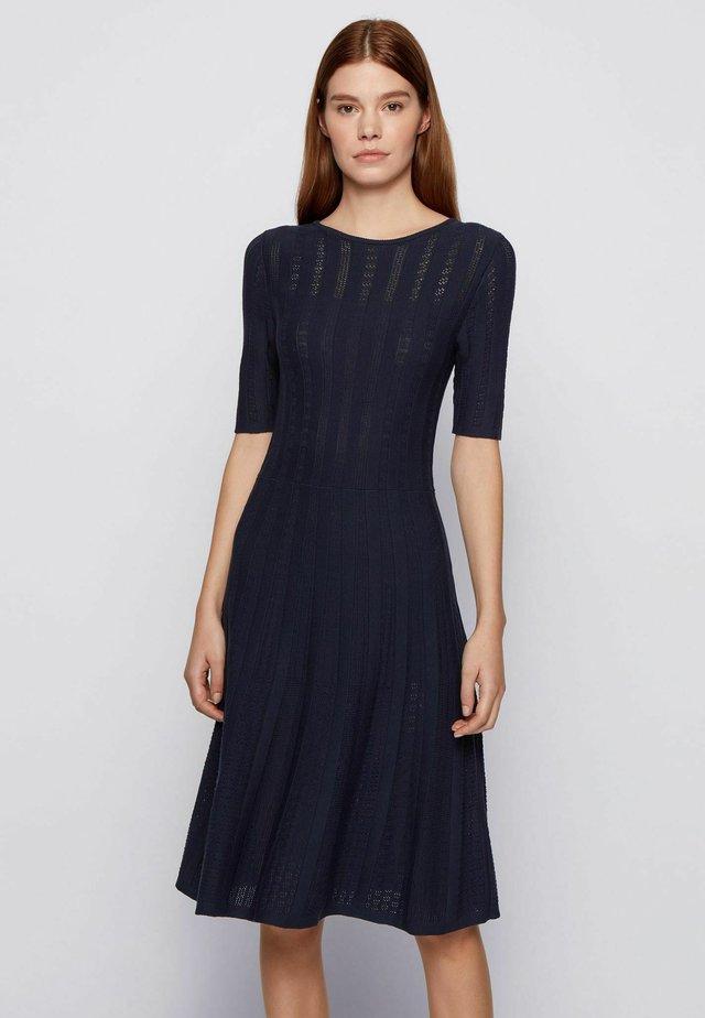 Gebreide jurk - open blue
