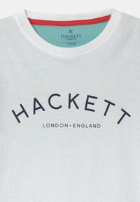 Hackett London - LOGO MULTI - Triko spotiskem - white - 2