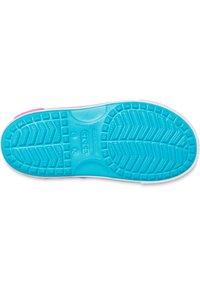 Crocs - CROCBAND II  - Sandały kąpielowe - hellblau - 4