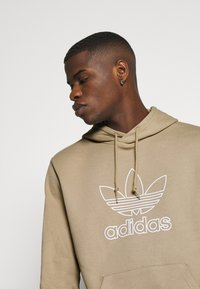 adidas Originals - HOOD OUT - Hoodie - khaki - 4