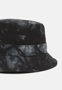 Only & Sons - ONSHARRY TIE DYE BUCKET HAT UNISEX - Hat - black/white - 2