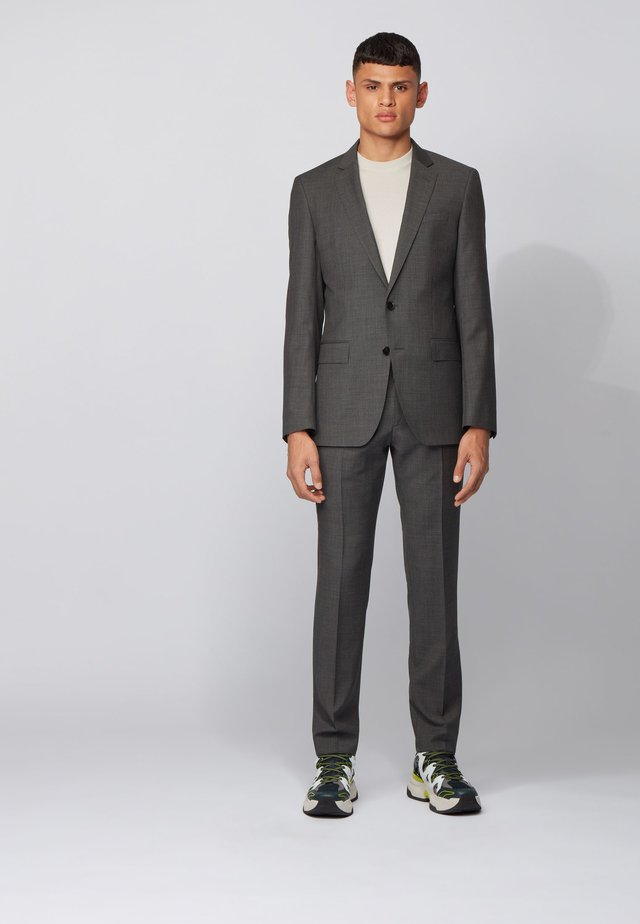 HUGE/GENIUS - Suit - grey