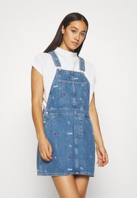 Tommy Jeans - CLASSIC DUNGAREE DRESS  - Denim dress - star critter blue rigid - 0