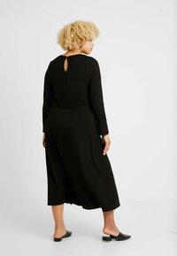 Dorothy Perkins Curve - KEYHOLE MIDI DRESS - Jerseykjole - black - 3