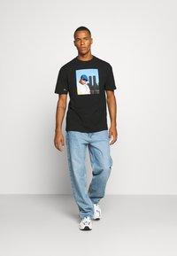 Chi Modu - BIG KING - Print T-shirt - black - 1