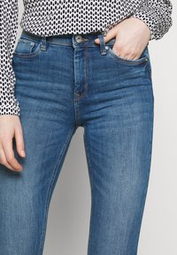 TOM TAILOR DENIM - NELA - Jeans Skinny Fit - mid stone bright blue denim - 4