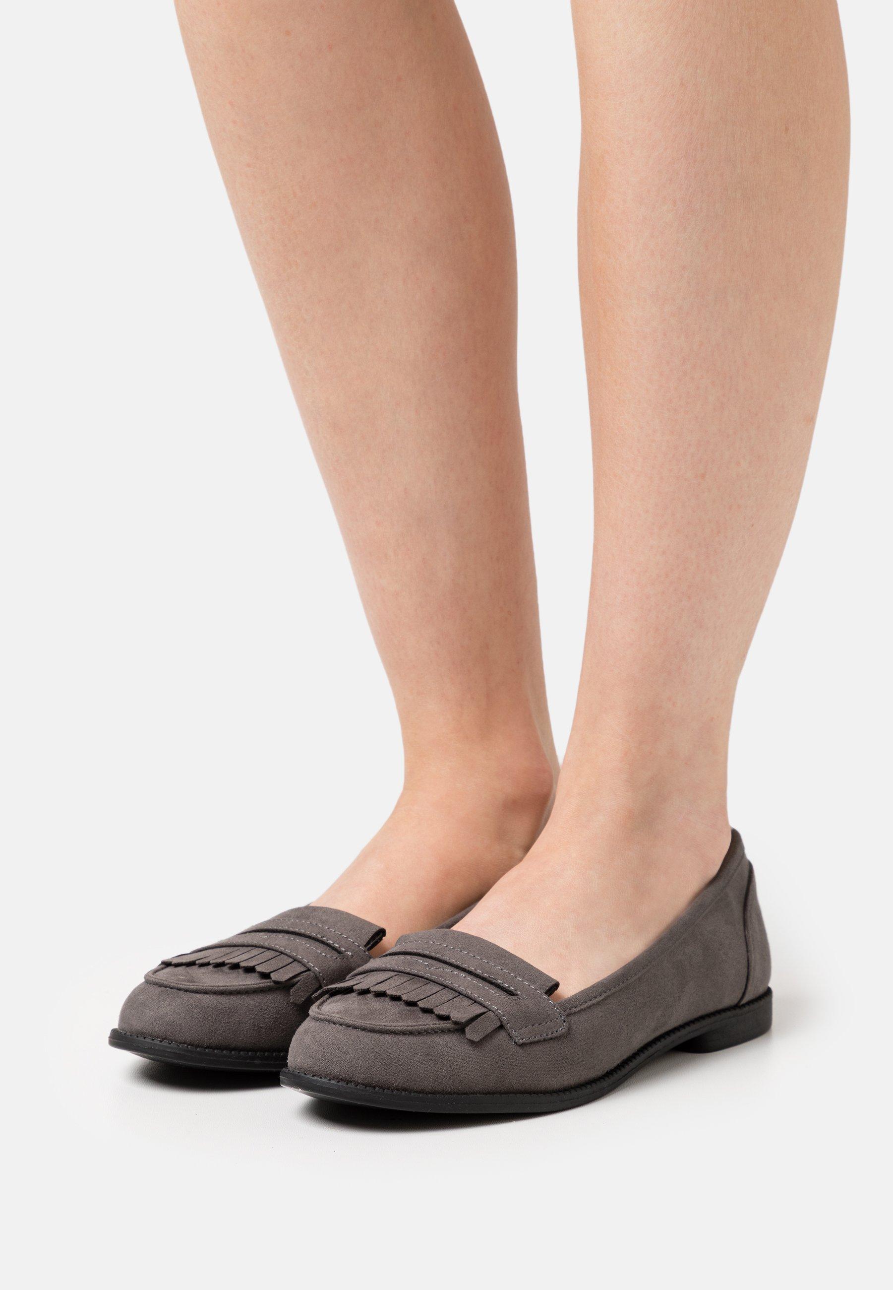 Women LEO TASSLE LOAFER - Slip-ons