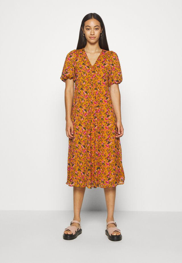 VMVILDE CALF DRESS - Day dress - buckthorn brown
