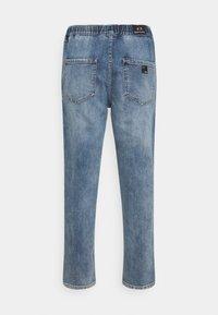 Armani Exchange - PANTALONI - Straight leg jeans - indigo denim - 1