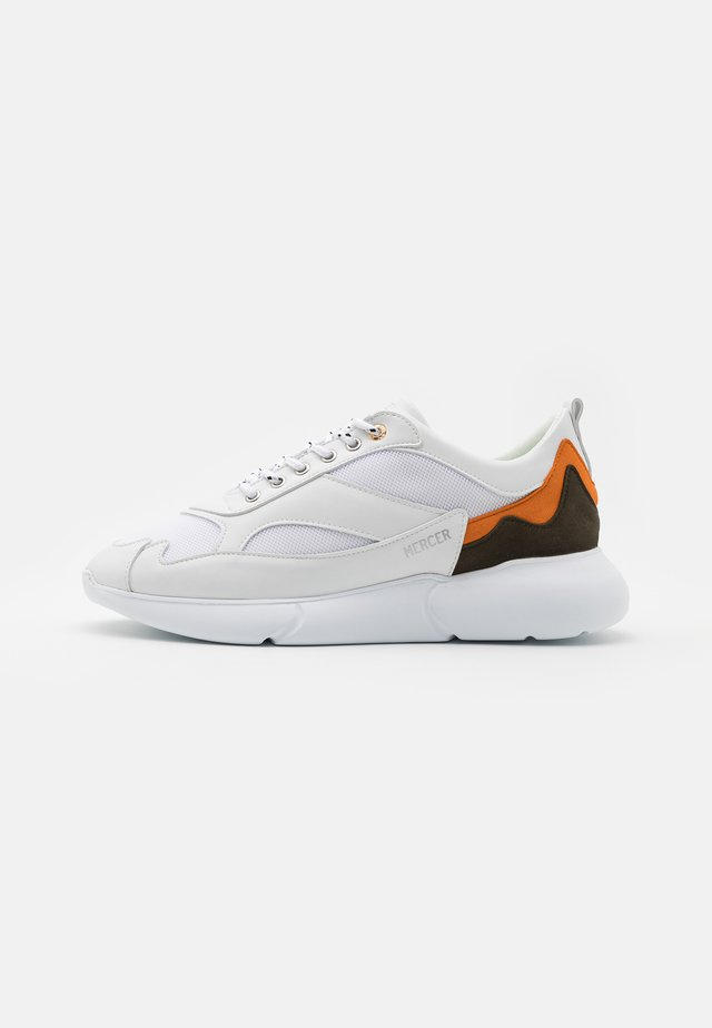 W3RD - Sneakers laag - white/orange/olive