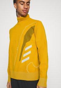adidas Performance - ATHLETICS TECH SPORTS - Sweter - legacy gold - 5