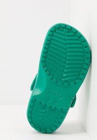 Crocs - CLASSIC SPORT BALL - Pool slides - deep green - 5
