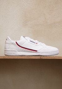 adidas Originals - CONTINENTAL 80 VEGAN - Sneakers - footwear white/collegiate navy/scarlet - 2