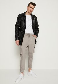Be Edgy - GARRET - Krátký kabát - black - 1