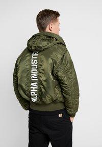 Alpha Industries - HOODED CUSTOM - Light jacket - dark green - 3