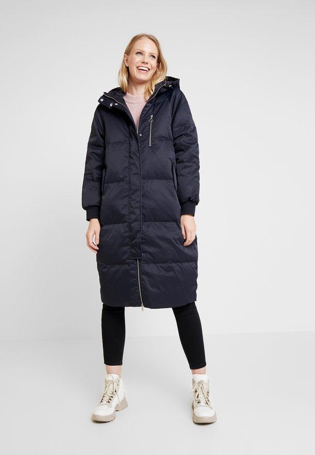 Kabát zprachového peří - true black