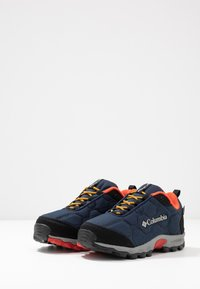 Columbia - YOUTH FIRECAMP SLED 3 WP UNISEX - Hiking shoes - collegiate navy - 3