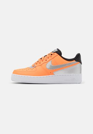 AIR FORCE 1 '07 LV8 3M UNISEX - Sneakersy niskie - total orange/metallic silver/black