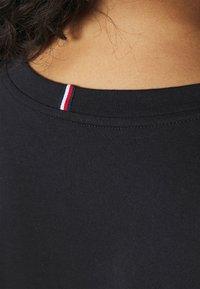 Tommy Hilfiger Curve - NEW V NECK TEE - Basic T-shirt - desert sky - 4