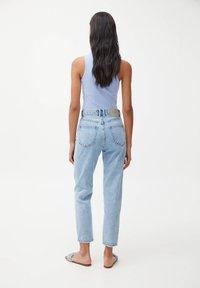 PULL&BEAR - MOM - Relaxed fit jeans - mottled light blue - 2