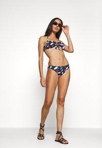 Sunseeker - BANDEAU - Bikini top - black - 0