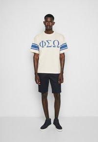 YMC You Must Create - TRIPE FRAT - Print T-shirt - ecru - 4