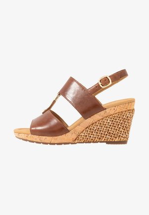 Wedge sandals - peanut
