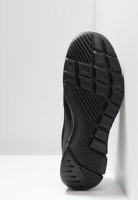Skechers Sport - EQUALIZER 3.0 RELAXED FIT - Slip-ons - black - 4