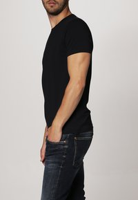 Filippa K - TEE - Basic T-shirt - navy - 2