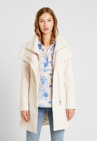 Forever New - PENELOPE WRAP COAT - Korte frakker - cream - 5