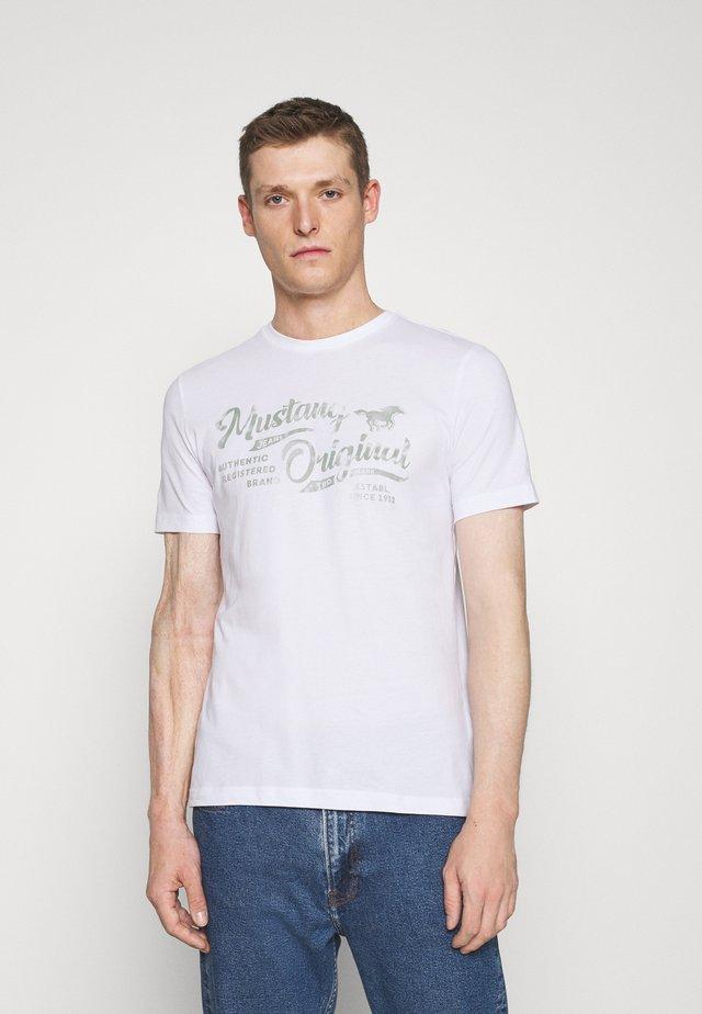 ALEX - T-shirt med print - white
