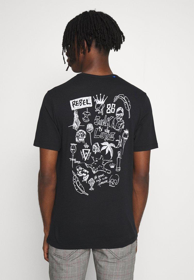 Junk De Luxe - SKETCH ARTWORK TEE - Print T-shirt - black