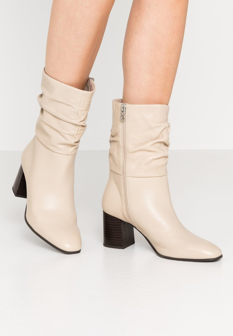 Tamaris - Classic ankle boots - ivory