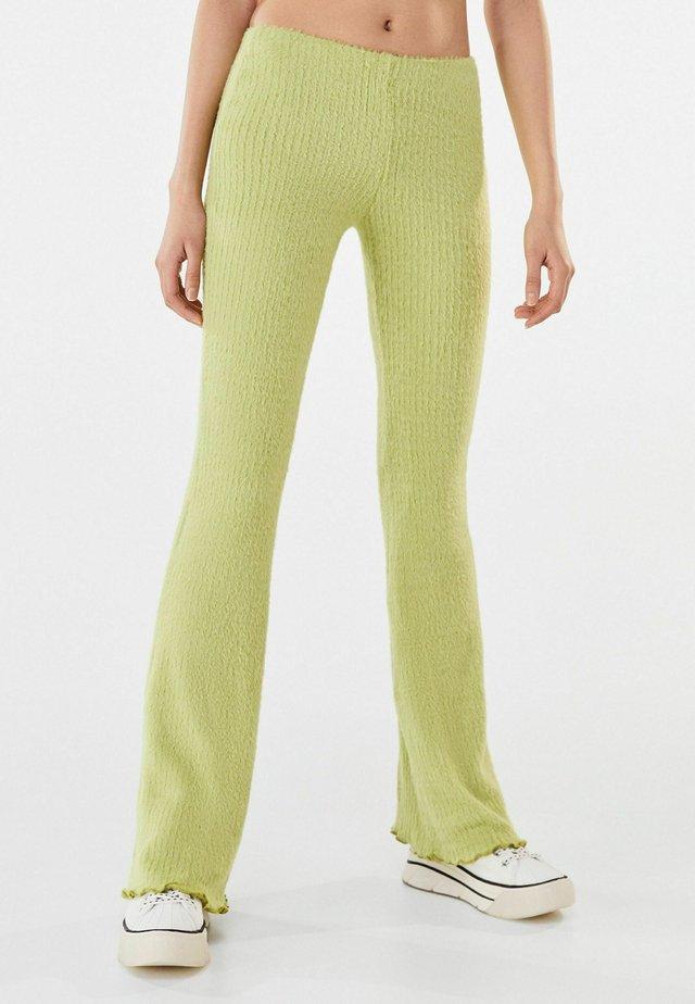 MIT PATENTMUSTER - Pantalon classique - green