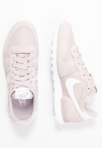 Nike Sportswear - INTERNATIONALIST - Sneakersy niskie - platinum violet/white - 3