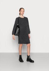 MAMALICIOUS - MLCOSBY DRESS - Denimové šaty - black denim - 1