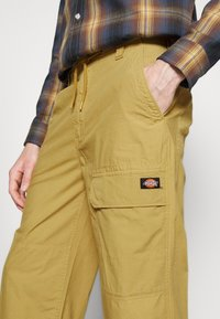 Dickies - GLYNDON PANT - Cargo trousers - dark khaki - 6