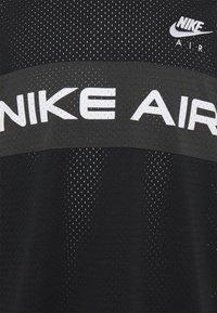 Nike Sportswear - T-shirt med print - black/dk smoke grey/(white) - 2