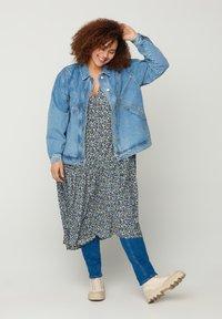 Zizzi - Denim jacket - light blue - 1