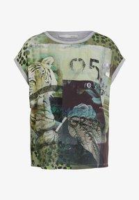Oui - Print T-shirt - light grey green - 5