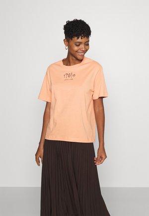 TOVI TEE - Camiseta estampada - apricot